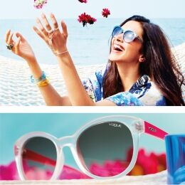 Crystalline waters and mixed transparent and matte flower colors: the Crystal Colors model worn by Deepika Padukone conveys the lightheartedness of a vacation by the ocean.