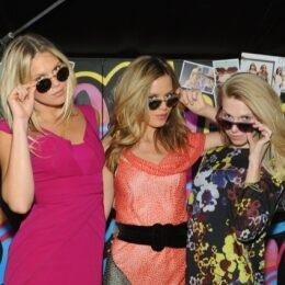 Freddo polare? Georgia May Jagger e le sorelle Richards hanno portato l'estate a New York per un giorno grazie agli occhiali da sole di Sunglass Hut