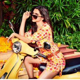 """«La collezione è un mix eclettico di tonalità gradevoli. È una miscela perfetta di femminilità e colori vivaci.  Eleganza, stile o funzionalità: Vogue Eyewear ha sempre qualcosa che caratterizza il tuo stile personale"""" - Deepika Padukone"""