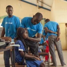 Il programma di sviluppo sostenibile in Gambia di OneSight procede a ritmo sostenuto!