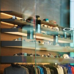 Oakley apre a Milano il primo concept store monomarca - 1