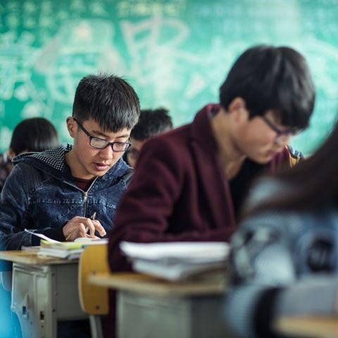 """Il programma """"Seeing is learning"""" di OneSight: come un paio di occhiali può migliorare la vita di milioni di bambini cinesi"""