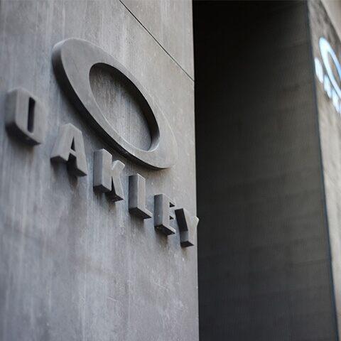 Oakley apre a Milano il primo concept store monomarca