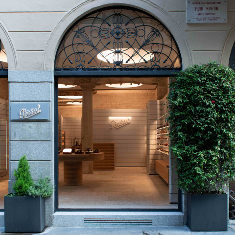 Persol: the first European concept store opens in Milan
